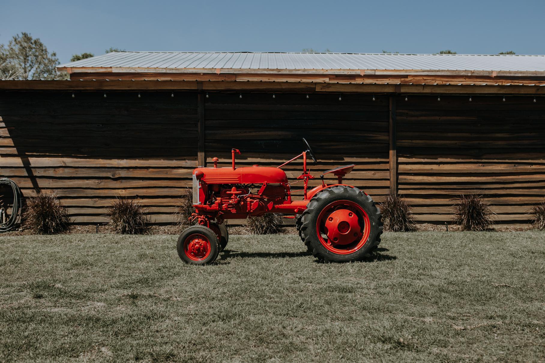 katie + chris | florida rustic barn wedding | prairie glenn barn wedding | tampa wedding photographer