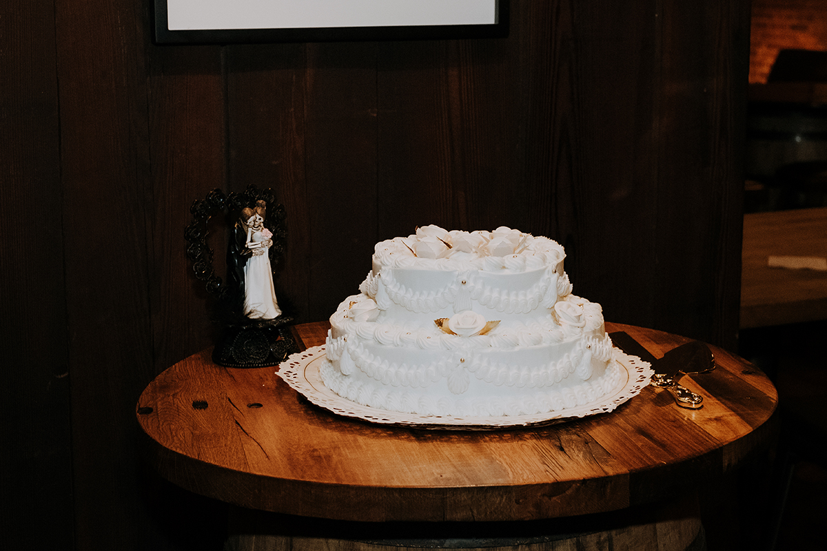eclectic wedding cake | philadelphia wedding | moody film wedding photography | travel wedding photographer