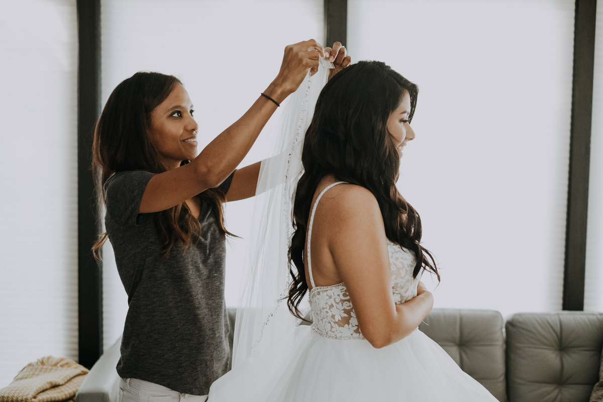 putting on the veil | romantic sarasota wedding photographer | romantic sarasota wedding | tampa wedding photographer | freehearted film co