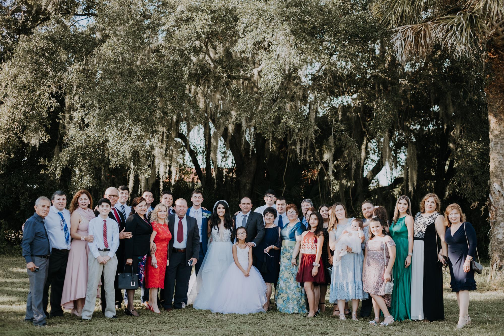 large family portraits | wedding family portraits | wedding group portraits | outdoor Florida wedding